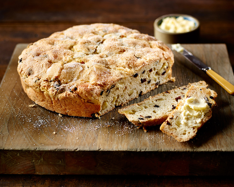 Irish Soda Bread with Apples and Currants