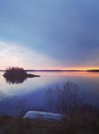 Coucher du soleil en été à l'île Windigo en Ontario. Dans la zone du traité 3, 1873.