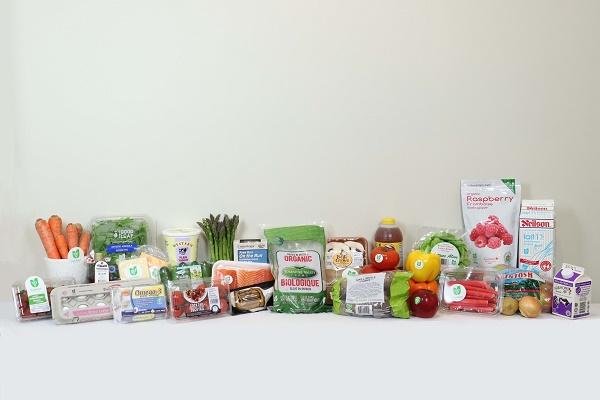 Image de plusieurs produits cultivés et fabriqués en Ontario utilisant le logo Ontario, terre nourricière sur leur emballage.