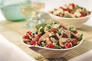 Salade tiède aux champignons et aux épinards